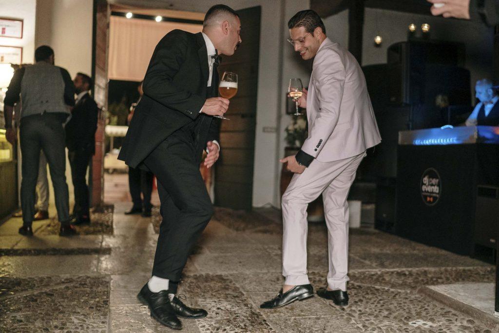 sposo con amici balli discoteca matrimonio pordenone villa brandolini vistorta