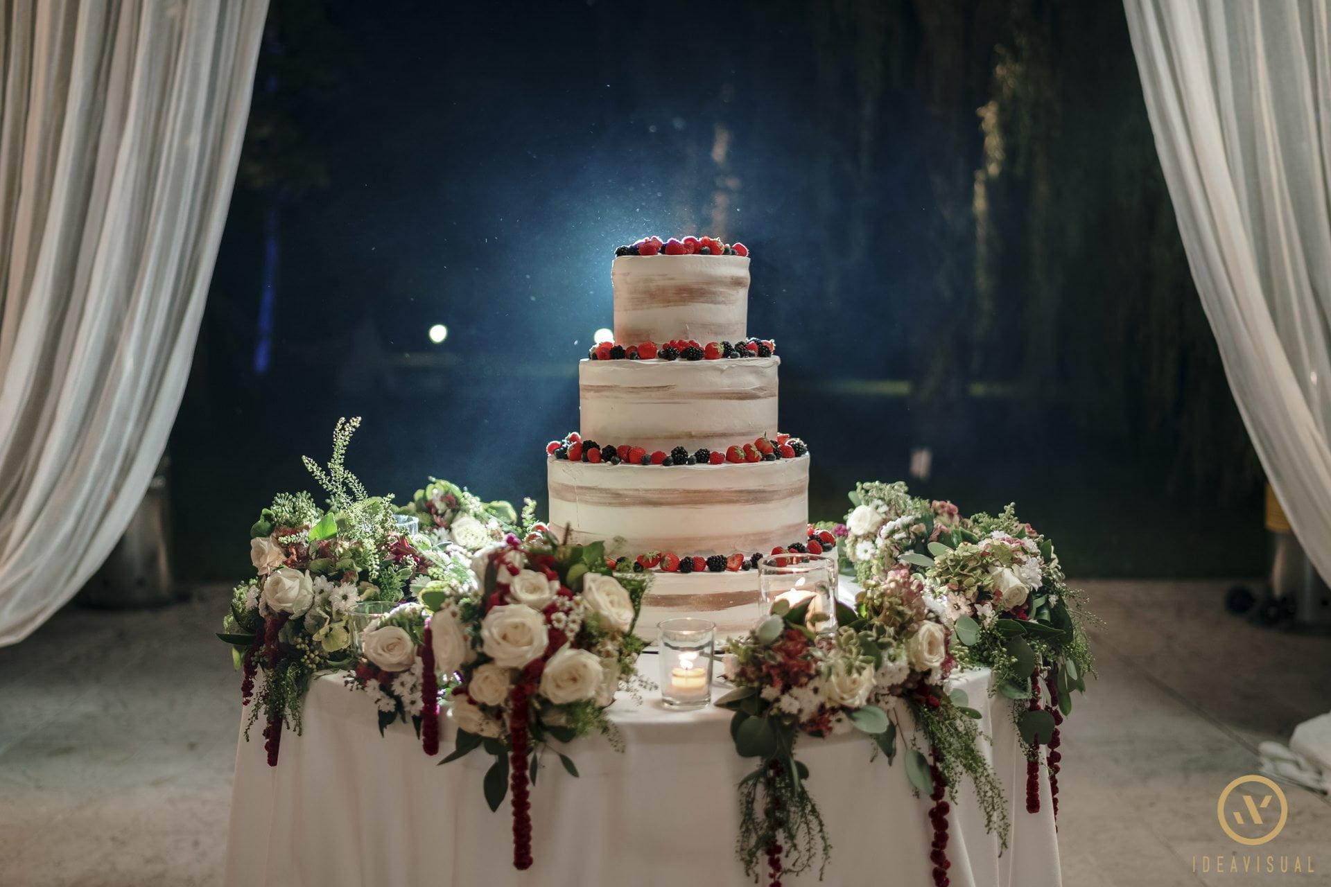 foto torta matrimonio tenuta polvaro