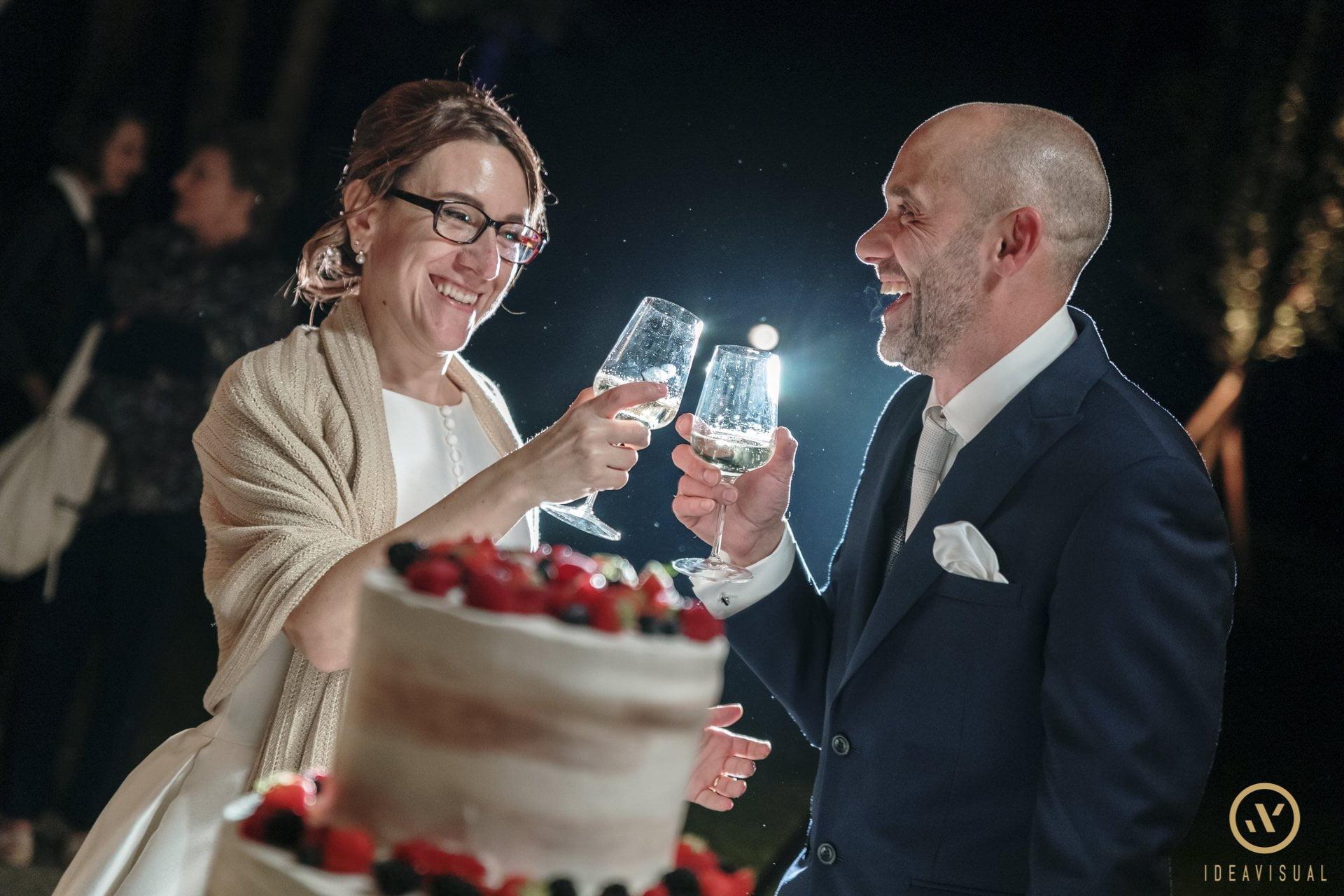 foto sposi brindisi matrimonio tenuta polvaro