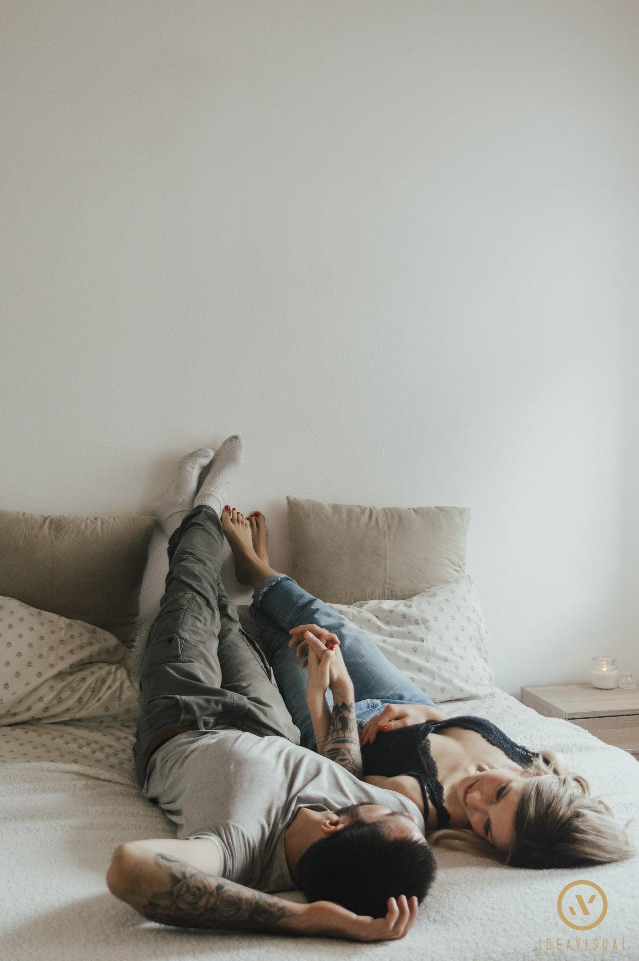 servizio fotografico di coppia in casa